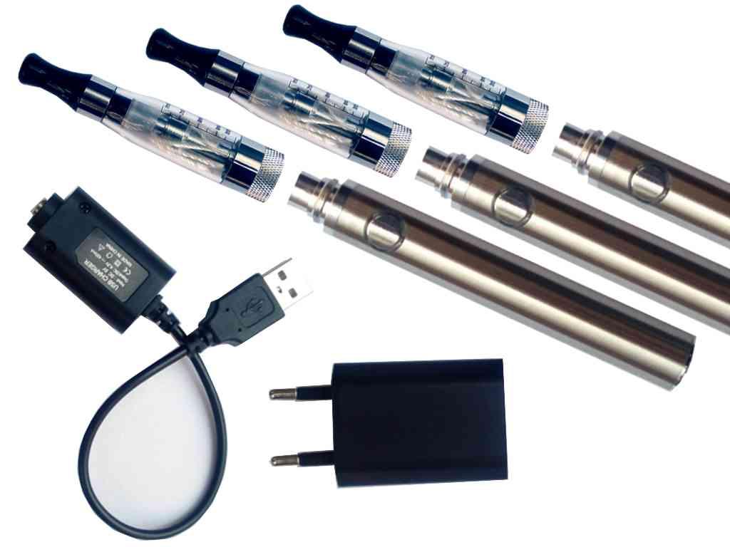 961 - Σετ με 3 ηλεκτρονικά τσιγάρα με EGO C4 clear ατμοποιητή, μπαταρία EOS EO-ONE 900mA ασημί και φορτιστές