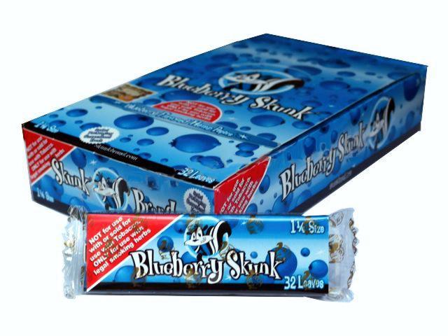 2751 - Κουτί με 24 αρωματικά χαρτάκια στριφτού Skunk Brand Blueberry Skunk 1&1/4