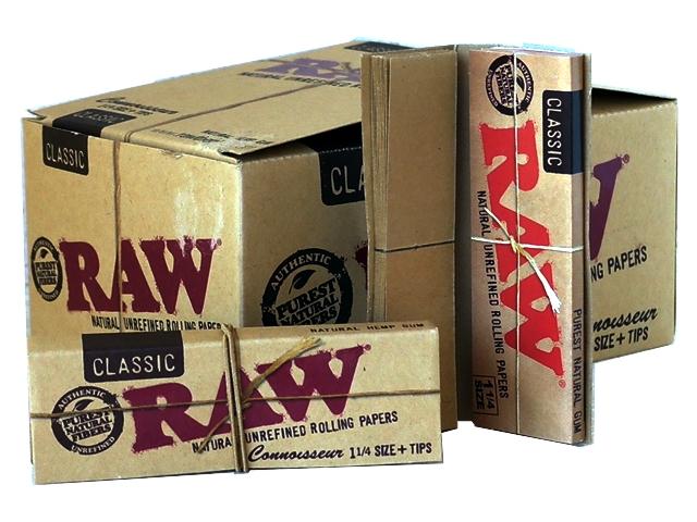Κουτί με 24 χαρτάκια RAW Classic Ακατέργαστο Connoisseur 1 και 1 τέταρτο συν tips 32 φύλλα συν 32 τζιβάνες